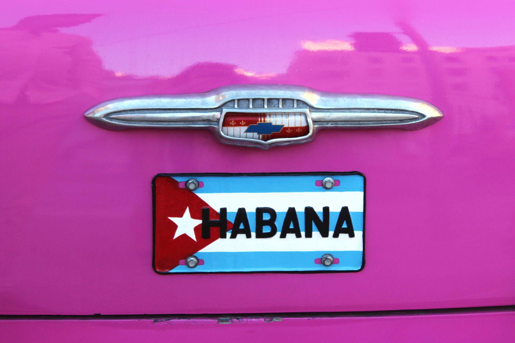 Hlavné mesto Kuby La Habana staré americké auto
