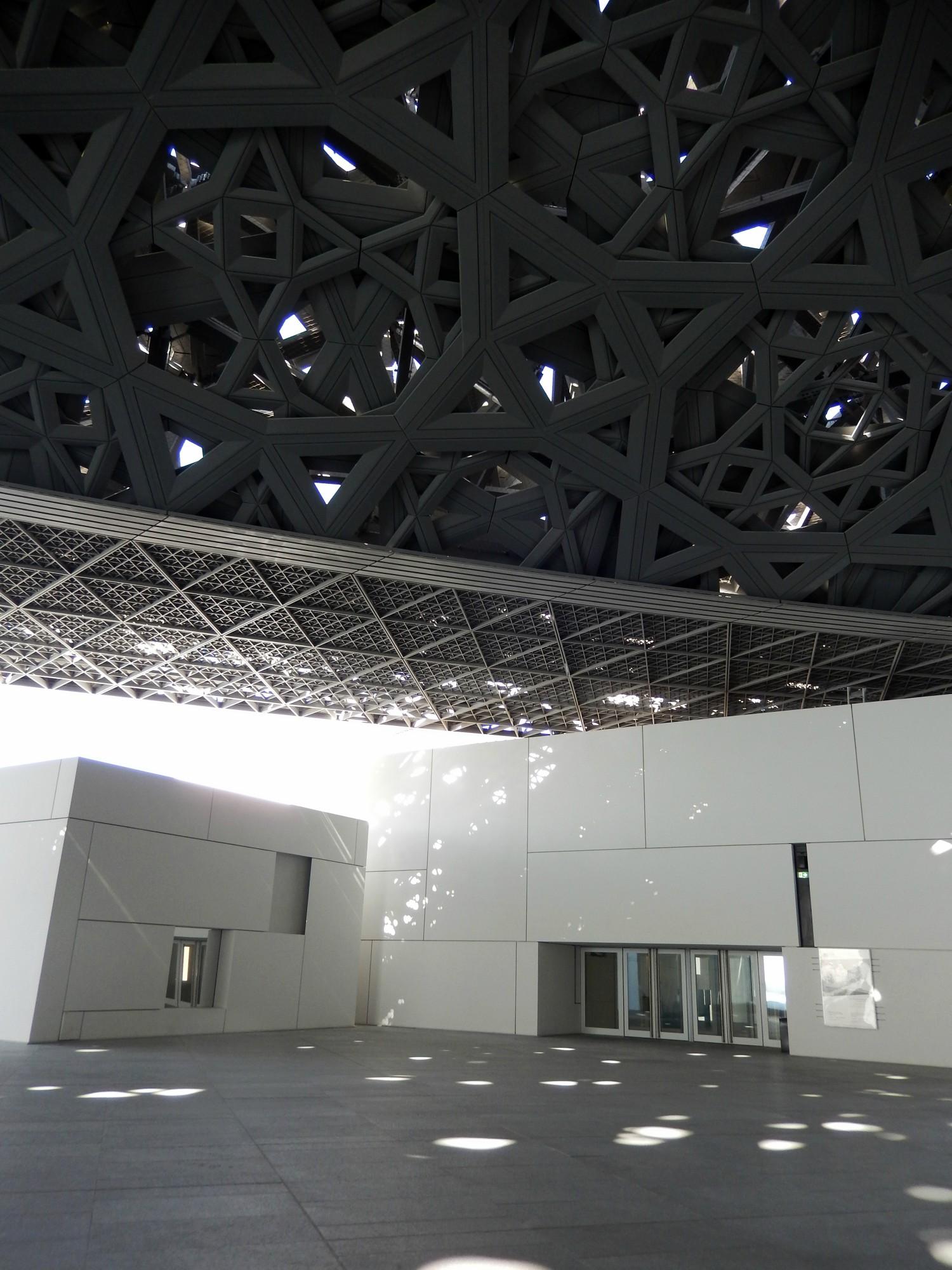Múzeum Louvre v Abu Dhabi a veľkolepý dôkaz tvorivosti ľudskej mysle
