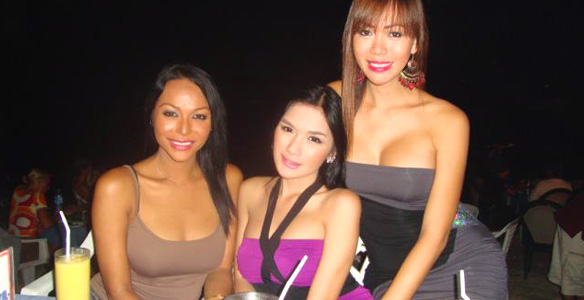 Prostutite pi ladyboy is a good cocksucker in manila with a client